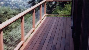 Cantilevered Deck and Wire Grid Railing to Maximize View